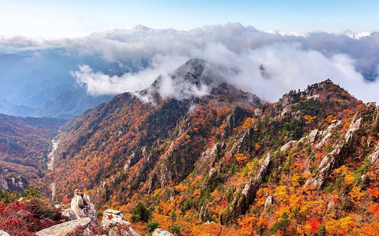 Seoraksan Mountain in Autumn